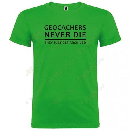 "T-shirt ""Geocachers never die"" Homem"